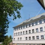 Budova II. st. ZŠ - pohled od školní zahrady